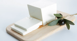 viologiki-feta-greek-organic-feta-slice6